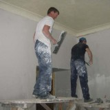 Irische Volontare haben bei Renovierung in Swir Pflegeheim geholfen
